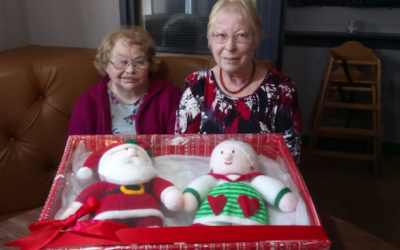 Knitted Mr and Mrs Claus raise funds for Deaf Academy